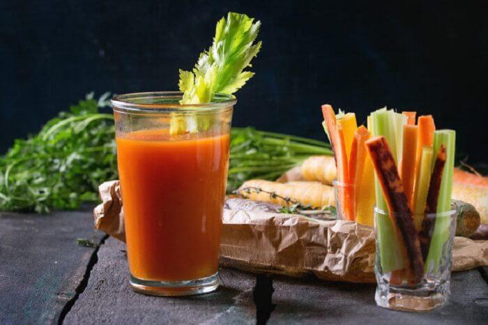 Nước uống cần tây cà rốt giúp làm giảm mỡ mặt